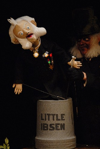 Wakka Wakka - The Death of Little Ibsen - Statue Funny Pose